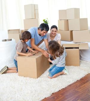Animated family packing boxes Premium Photo