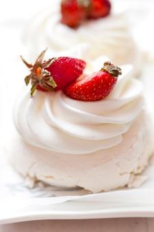 Anna pavlova cake with strawberry