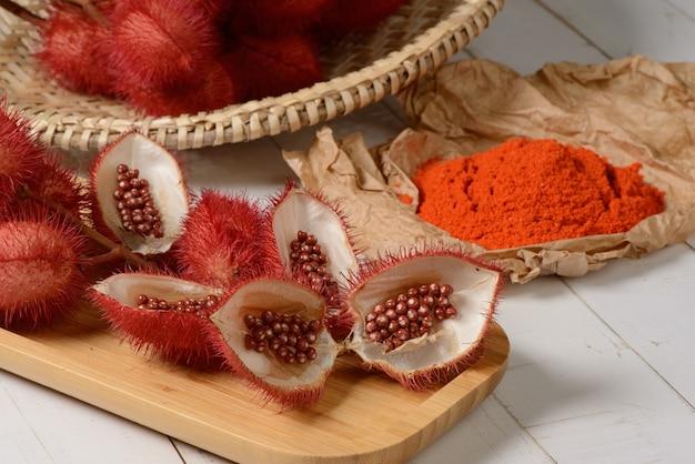 아나토(urucum). 그 씨앗은 천연 식용 색소로 사용됩니다.