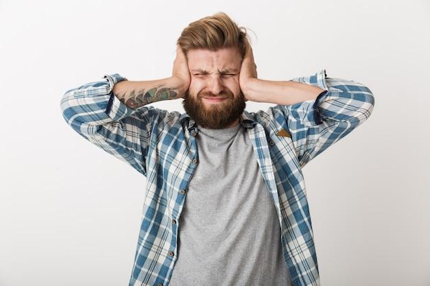 고립 된, c 서 격자 무늬 셔츠를 입은 화가 수염 된 남자