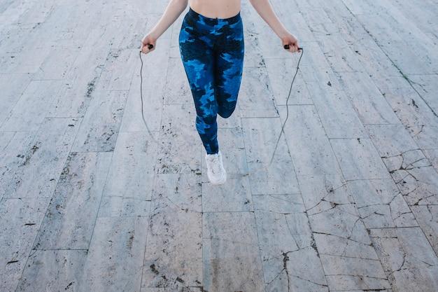 밧줄 점프 훈련 익명 소녀