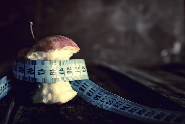 거식증 날씬함 측정 사과
