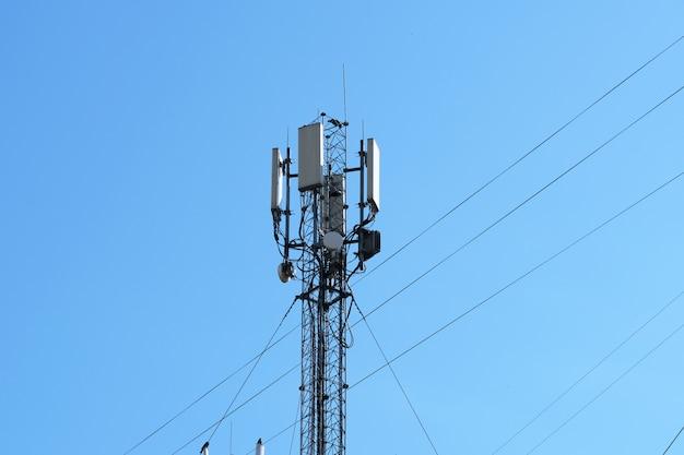 Antenna equipment for mobile cellular telephony