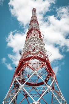 Антенная вышка радиосигналов глобальной связи