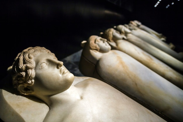 기원전 v 세기 사이다의 유인원 석관 e. 레바논, 베이루트.