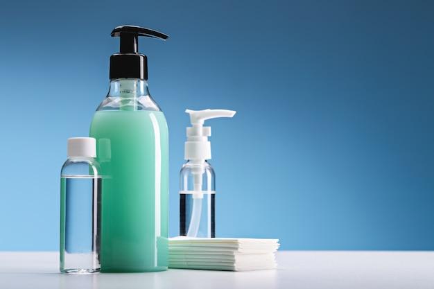 Антибактериальный гель и салфетки для гигиены и защиты от вирусов.