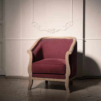 내부의 골동품 부르고뉴 안락 의자