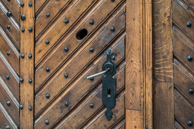 Античная дверная ручка