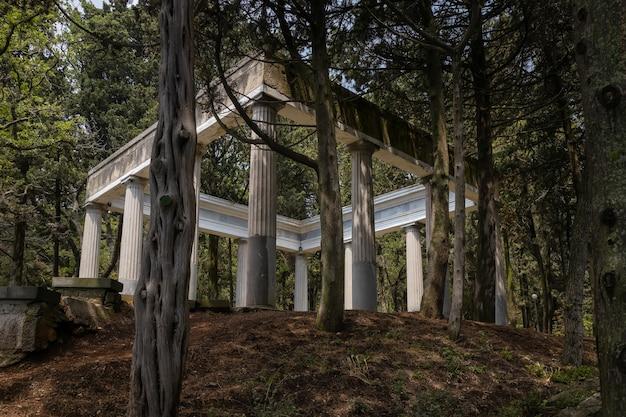 ハラクスキー公園のアンティークガゼボ