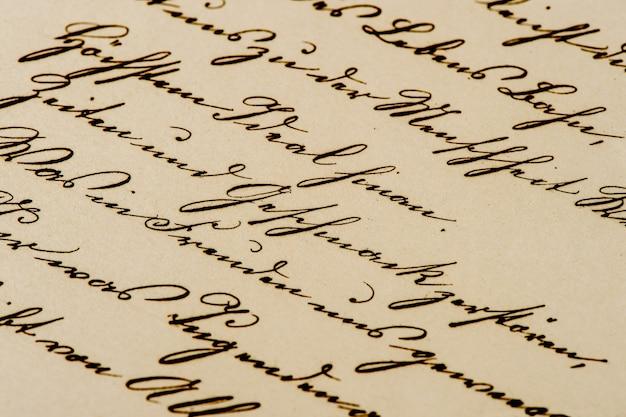 アンティークの手書きの手紙。古紙の背景。レトロなスタイルのトーンの写真