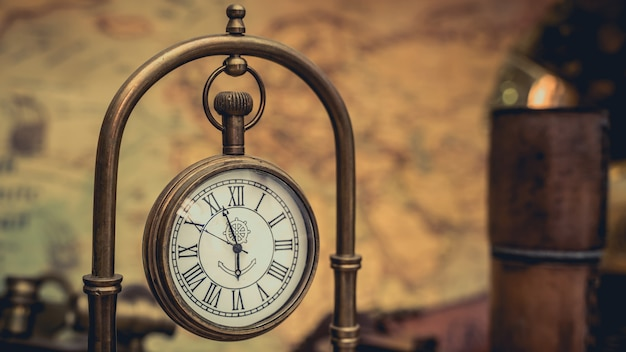 골동품 교수형 시계