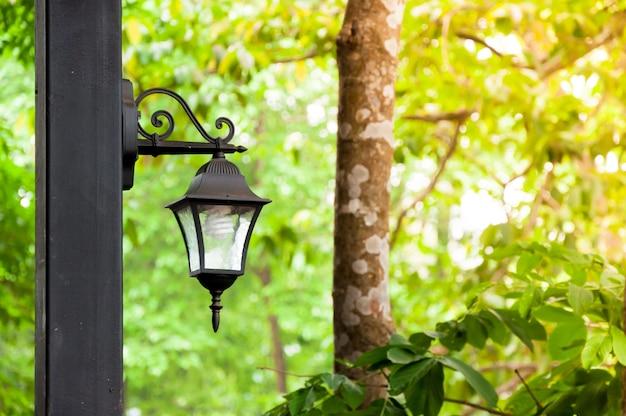 アンティークのランプは自然です