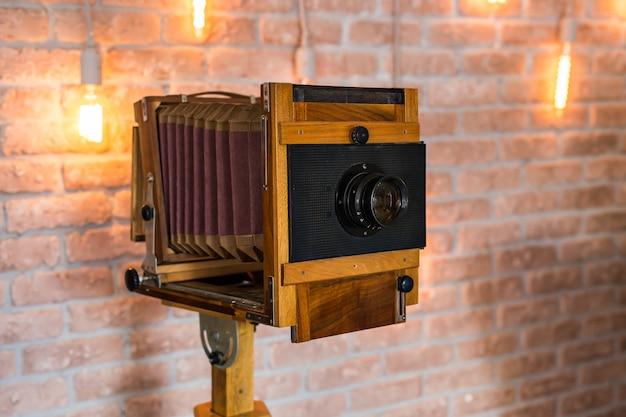 Античный старый фотоаппарат