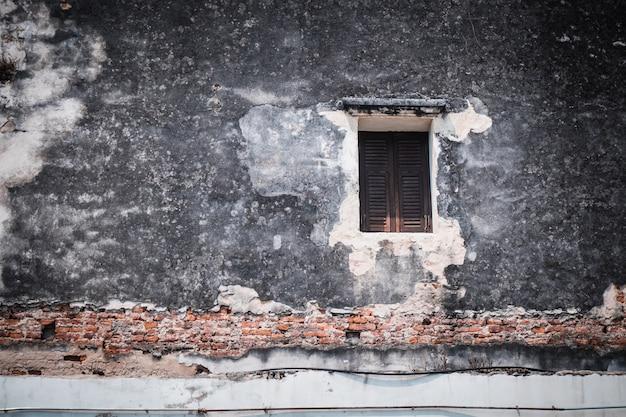 アンティークの古い窓