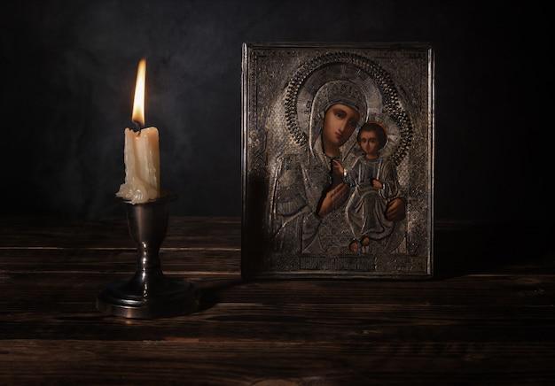 18 세기 실버 급여에서 하나님의 이베리아 어머니의 골동품 정교회 아이콘