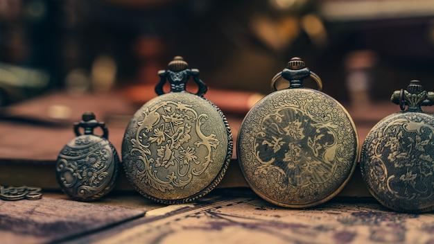 Старинные подвесные карманные часы