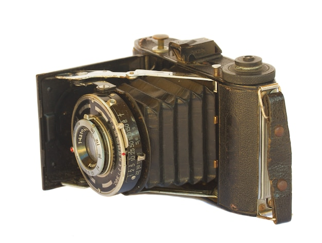 白で隔離のアンティーク写真カメラ