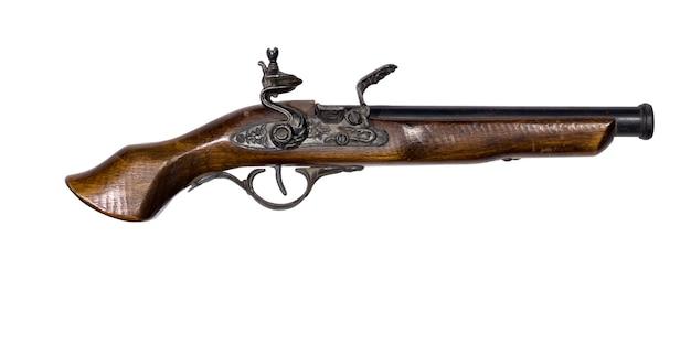 흰색 배경에 부싯돌이 있는 골동품 권총