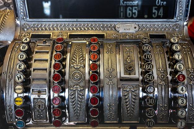 Антиквариат - красивый старинный кассовый аппарат