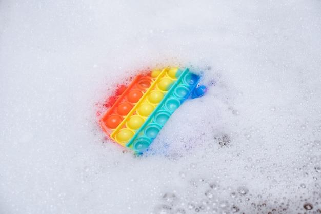 실리콘 거품이 있는 스트레스 방지 장난감은 욕실 복사 공간에 비누 거품으로 팝니다.