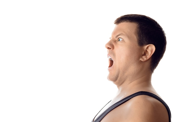 불안 화가 젊은 무서 워 남자 측면을보고 인간의 감정 반응 표현