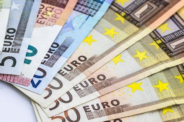 Любые банкноты евро в деталях.