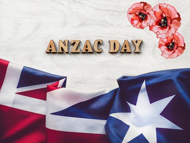 アンザックデー。忘れることの無いように。美しいグリーティングカード。クローズアップ、上からの眺め。国民の祝日の概念。家族、親戚、友人、同僚の皆さん、おめでとうございます