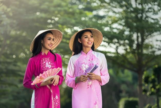 Ao dai - знаменитый традиционный костюм для женщины во вьетнаме