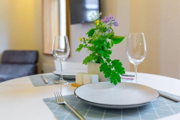 아파트 로프트 스타일의 방, 아름다운 가구 거실, 주방과 결합