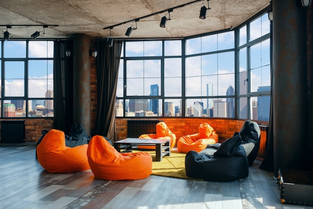 탁 트인 도시 경관을 감상 할 수있는 아파트 스튜디오