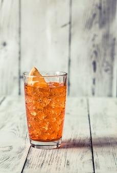 Aperol spritzカクテルのグラス
