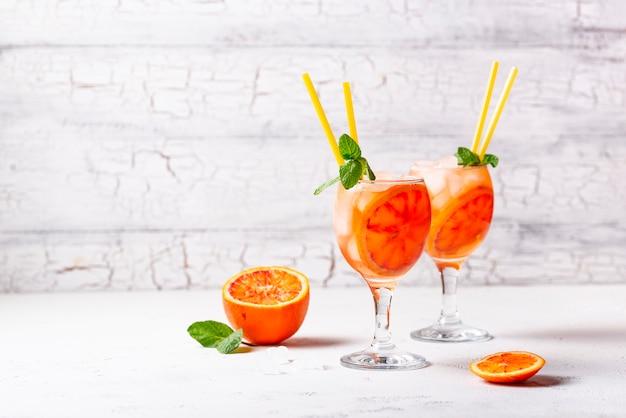 Aperol spritz、イタリアンカクテル、オレンジ