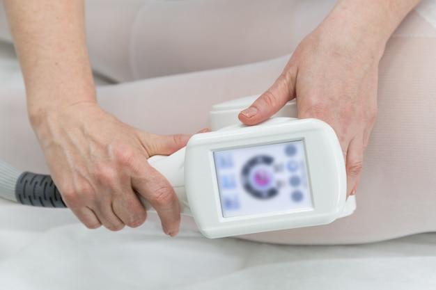 Apparatus for vacuum roller massage lpg.