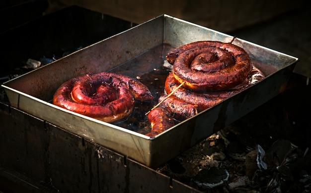 Аппетитная и вкусная колбаса из свинины, обжаренная в масле