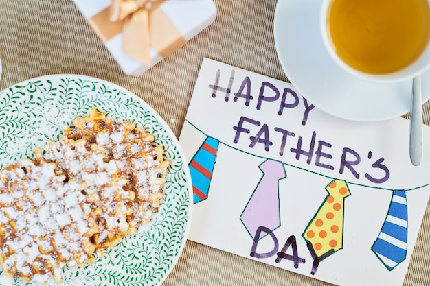 Аппетитный завтрак в день отцов