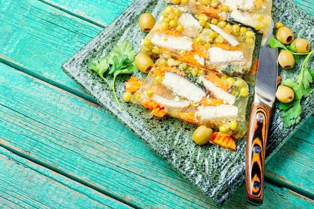 식욕을 돋 우는 젤리 생선.