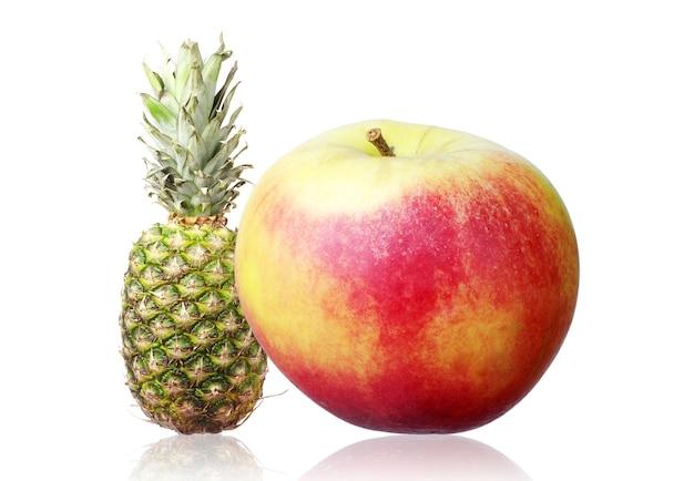 사과, 파인애플, 통하고 있는, 백색 위에서