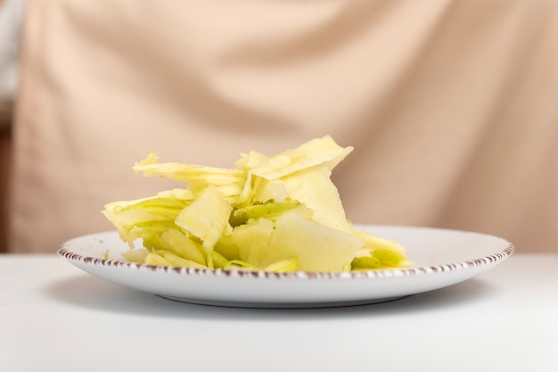アップルチップ。リンゴのスライスの薄いスライス。アップルパイ、シュトルーデルの材料。
