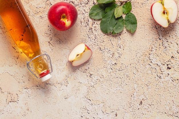 사과 사이다 식초 또는 발효 과일 음료, 위쪽 전망.