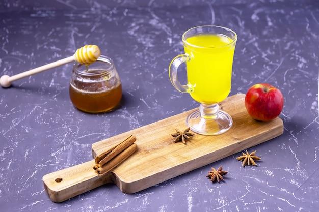 蜂蜜とシナモンのアップルサイダー