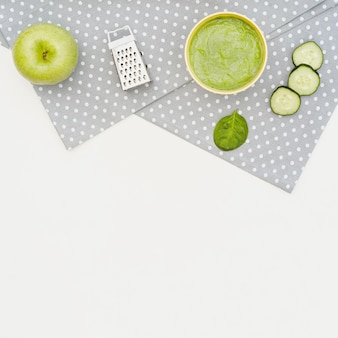 Apple and cucumber puree