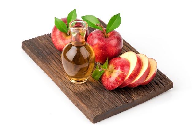 사과 과일과 사과 사이다 식초 흰색 배경에 고립.
