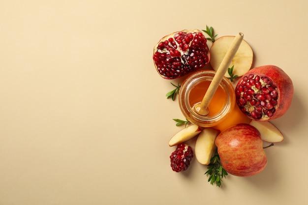베이지 색, 평면도에 사과, 꿀, 석류. 가정 치료