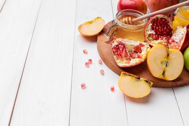 Apple and honey, traditional food of jewish new year, rosh hashana.