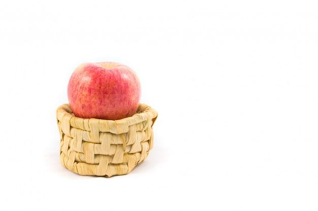 かごの中のリンゴ