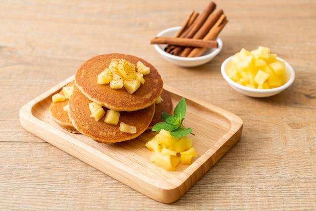 シナモンパウダー入りアップルパンケーキ