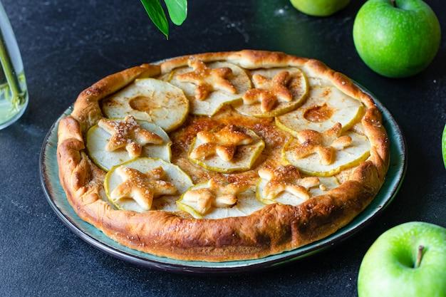 Яблочный пирог сладкий десерт выпечка бисквит фруктовый натуральный