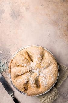 石の上のアップルパイと材料