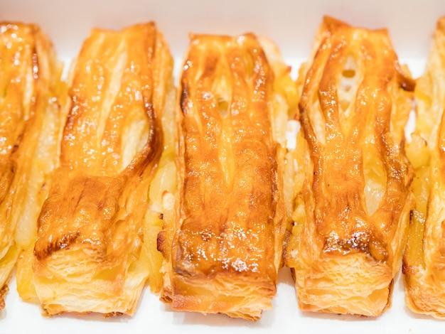 アップルパイが一列に並ぶ