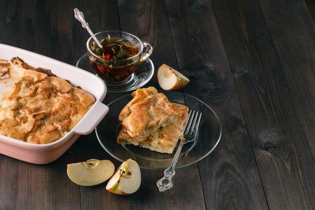 Яблочный штрудель или яблочный пирог с финиками и корицей